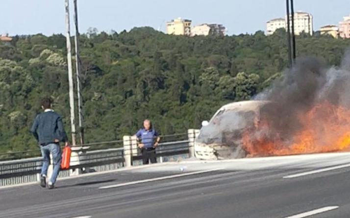 Fatih Sultan Mehmet Köprüsü'nde otomobil yandı