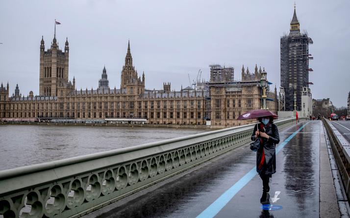 İngiltere'de koronavirüs tedbirlerinin  kaldırılması kararı 4 hafta ertelendi