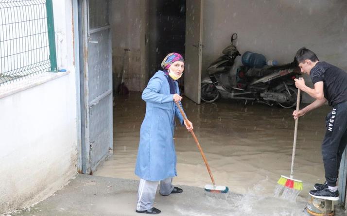 Bolu'da şiddetli yağış! Garaj ve depolar göle döndü