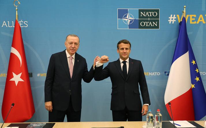 NATO zirvesinde Cumhurbaşkanı Erdoğan Fransa lideri Macron ile dirsek tokuşturdu