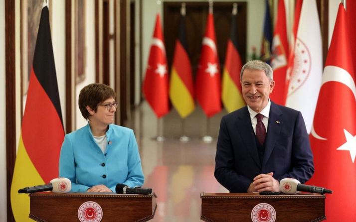 Hulusi Akar, Almanya Savunma Bakanı'na söyledi: PKK eşittir YPG