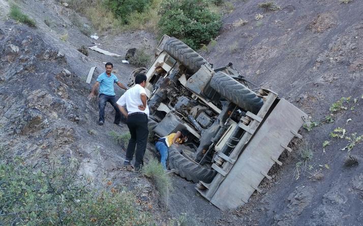 Elazığ'da iş makinesi 400 metre uçurumdan aşağı uçtu! Feci şekilde can verdi
