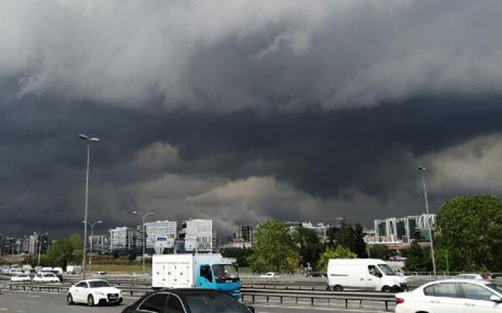 İstanbul'u kara bulutlar sardı! Merkeze doğru ilerliyor