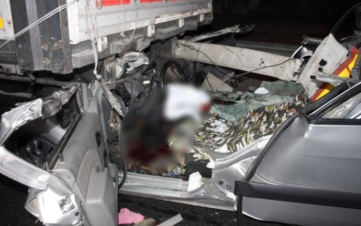 Antalya'da alkol can aldı: Tıra çarpan sürücü yaşamını yitirdi