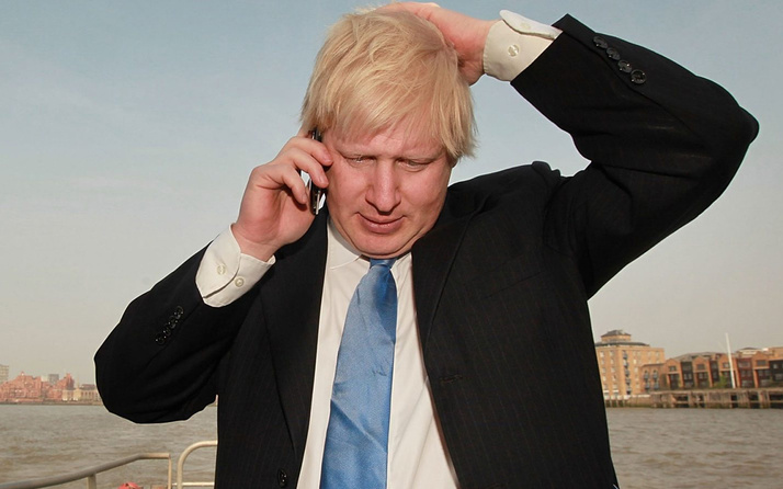 İngiltere Başbakanı Boris Johnson WhatsApp kullanınca telefonuna el konuldu