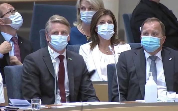 İsveç'te güvenoyu alamayan hükümet düştü