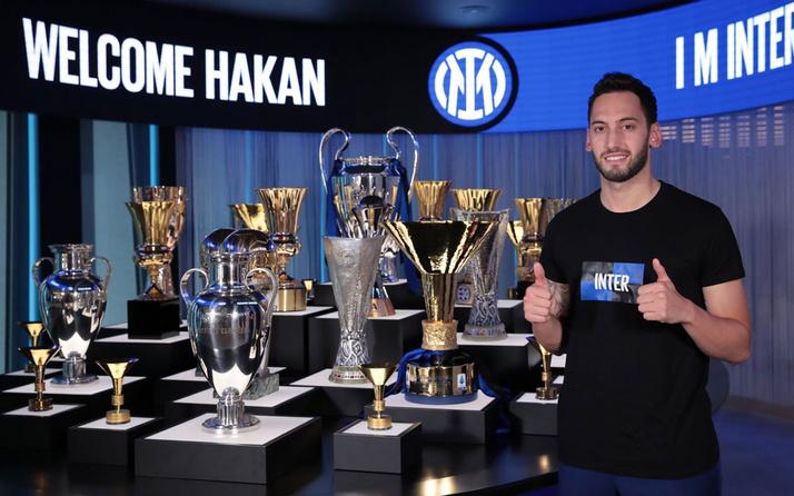 Hakan Çalhanoğlu Inter'e imzayı attı