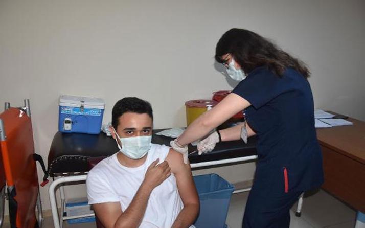 Bakan Fahrettin Koca paylaştı! İşte 1 milyonuncu aşıyı yapan Emine hemşire