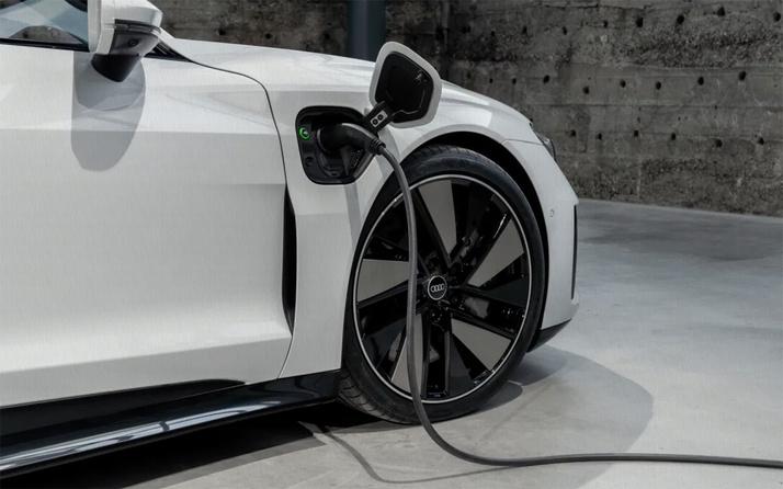 Audi fosil yakıtlı araba üretimine 2033 yılına kadar son verecek