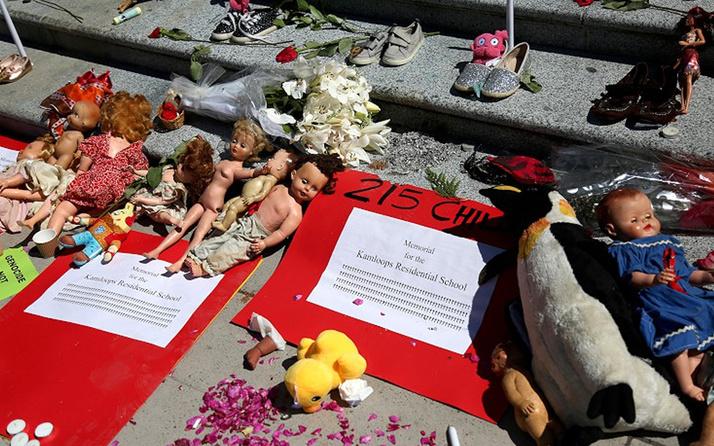 ABD Kanada'da bulunan 215 Kızılderili çocuk cesedi olayını araştıracak