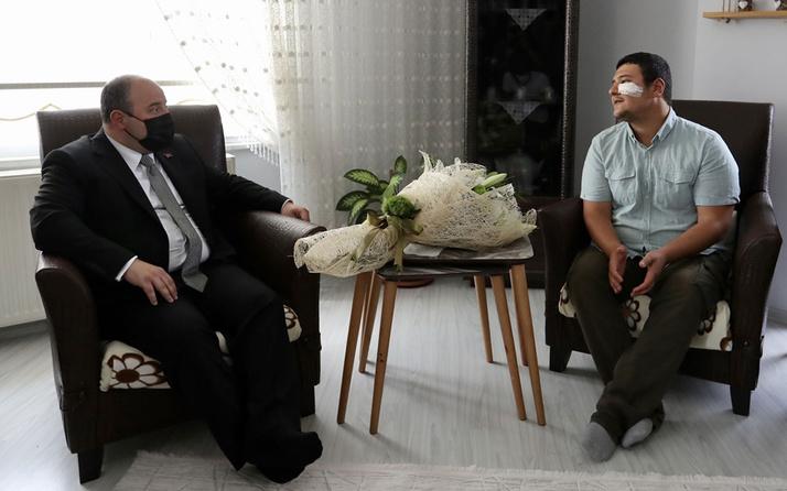 Bakan Mustafa Varank Kocaeli'de darbedilen basın mensubunu ziyaret etti