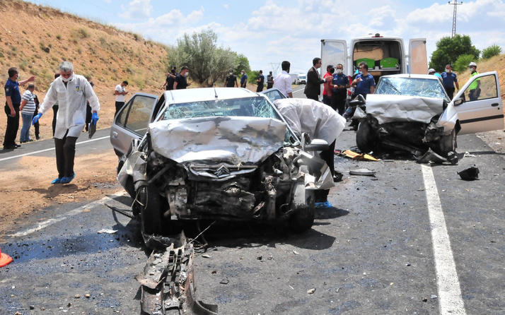Nevşehir'de iki araç kafa kafaya çarpıştı! Ölüler ve yaralılar var
