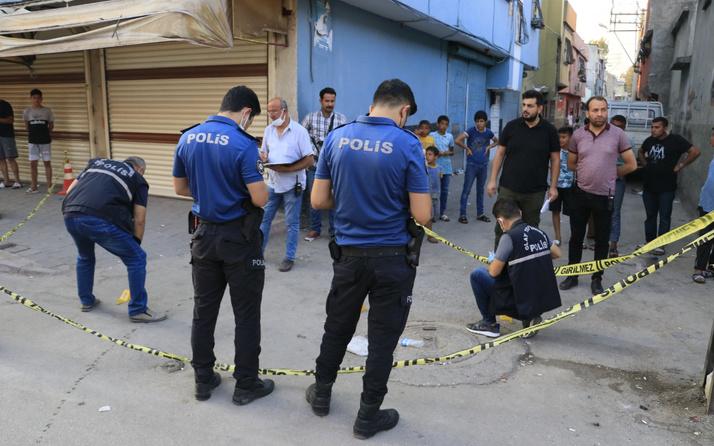 Adana'da kaldırımda görünce dehşet saçtı! Kanlar içinde bıraktı