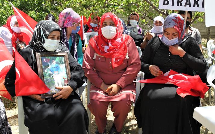 Van'da HDP önünde eylem yapan anne kızının PKK'dan kaçmasının mutluluğunu yaşıyor