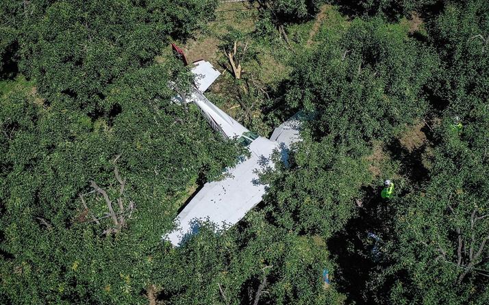 Bursa'da eğitim uçağı arızalandı meyve bahçesine acil iniş yaparken düştü