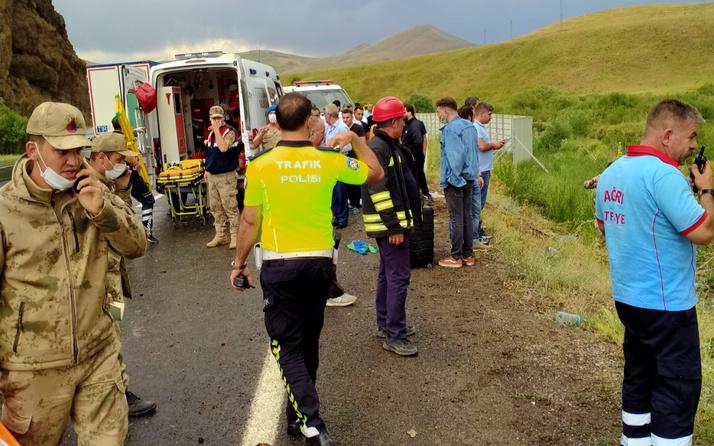 Ağrı'da yağmurla kayganlaşan yolda yolcu otobüsü devrildi 21 yaralı