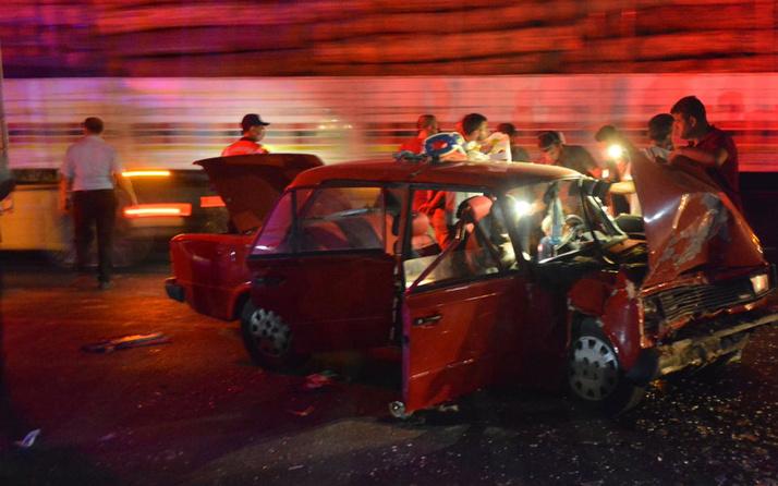 Aydın'da üç aracın karıştığı trafik kazasında 2 kişi öldü, 1 kişi ağır yaralandı