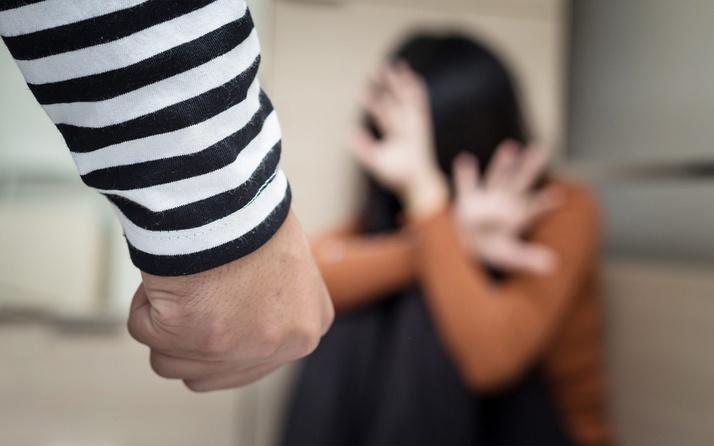 Şiddet gören kadın mutlaka indirmeli! 2,5 milyon kadın KADES kullanıyor