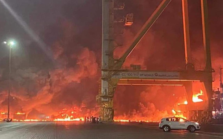 Dubai'de büyük patlamanın olduğu gemi temizlik malzemeleri taşıyormuş