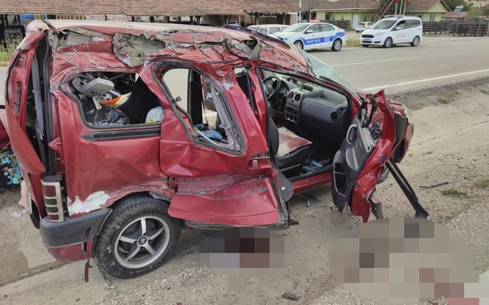 Amasya'da TIR ile hafif ticari araç çarpıştı 2 ölü 3 yaralı