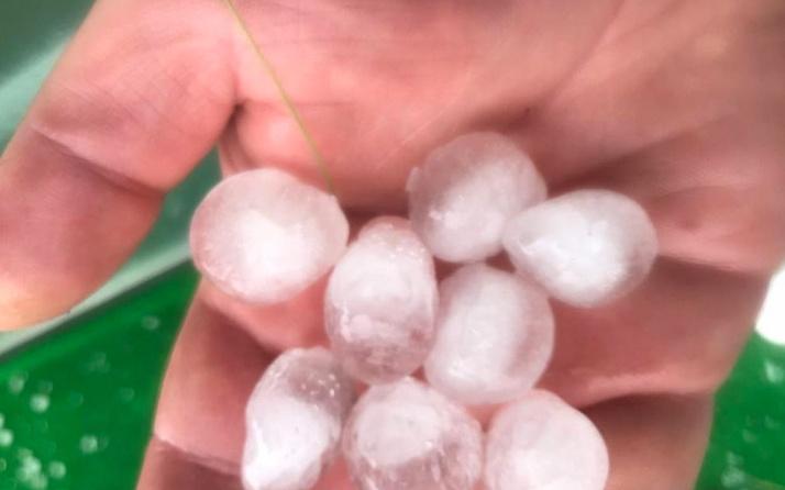 Sarıkamış'ta sağanak yağış ve dolu vatandaşlara zor anlar yaşattı