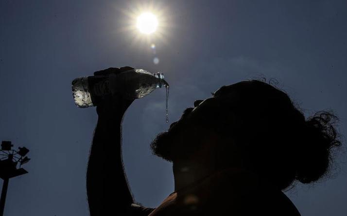 Komşuda sıcaklık fena! Yunanistan 55 dereceyi gördü!