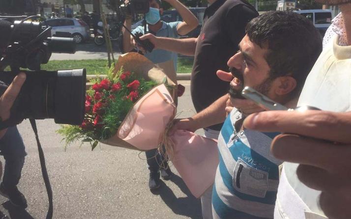Çiçekli ve silahlı! Gaziantep'te hastane önünde hareketli saatler yaşattı
