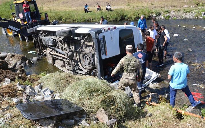 Ağrı'da düğüne giden minibüs devrildi! Araçtaki 13 kişi yaralandı 2'sinin durumu kritik