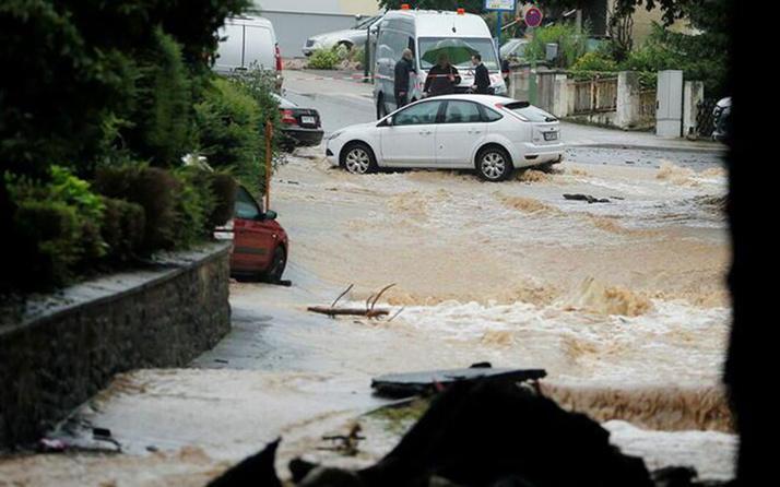 Almanya'da sel felaketi: 30 kişi kayıp!