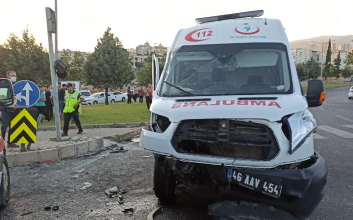 Kahramanmaraş'ta ambulansla otomobil çarpıştı 4 yaralı