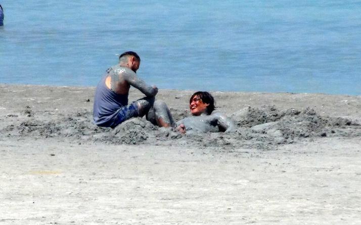 Salda Gölü'nde nargile ve çamur banyosu! Vali duyurdu: 4 kişiye idari yaptırım uygulandı