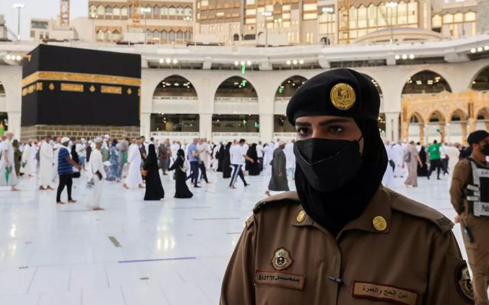 Suudi kadın güvenlik görevlileri ilk kez Hac sırasında nöbette