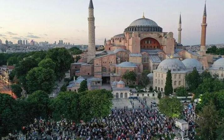 Ayasofya Camii ibadete açıldığı ilk yıl 3 milyonu aşkın ziyaretçiyi ağırladı