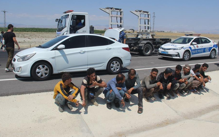 Konya'da dur ihtarına uymayan sürücü aracı bırakıp kaçtı manzara şaşkına çevirdi