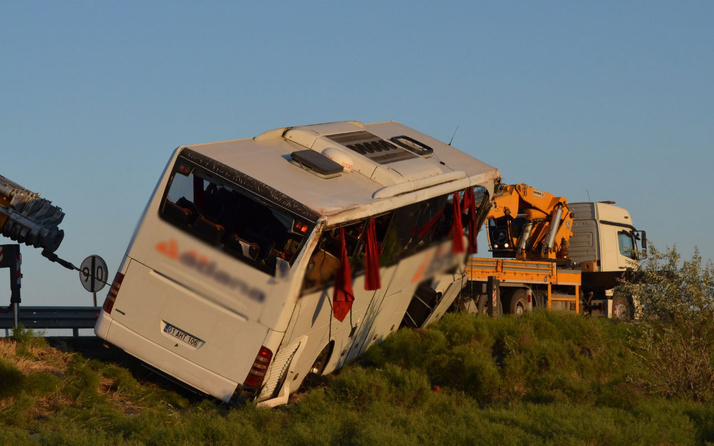 Aksaray'da yolcu otobüsü devrildi! 22 yaralı var