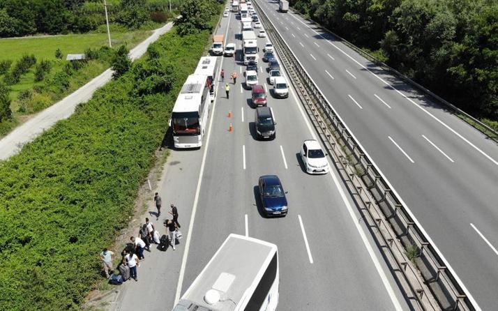 Sakarya TEM Otoyolu'nda iki yolcu otobüsü çarpıştı! Yaralılar var