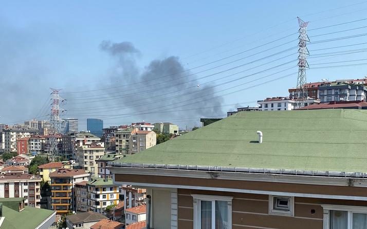 İstanbul Kağıthane'de korkutan yangın! Dumanlar kilometrelerce öteden görüldü!
