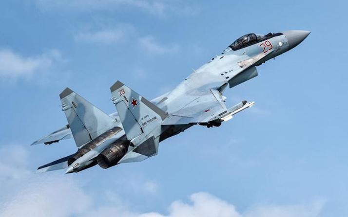 Rusya'nın Su-35 savaş uçağı denize düştü! Pilot yara almadan kurtuldu
