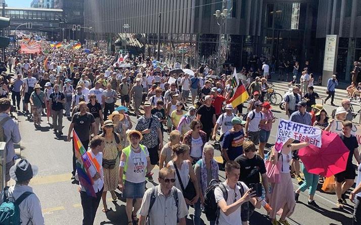 Almanya'da koronavirüs protestoları: 600 kişi gözaltında