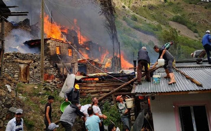 Artvin Yusufeli'nde yangın çıktı! Alevler çevredeki ahşap evlere de sıçradı
