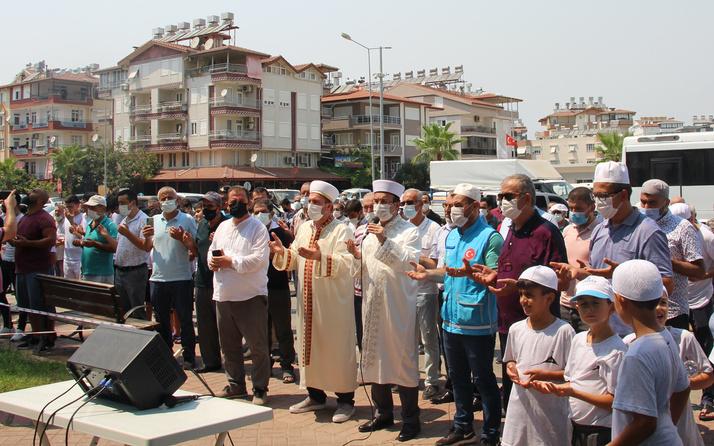 Yangınlara karşı Allah'a sığındılar Manavgat'ta yağmur duası!