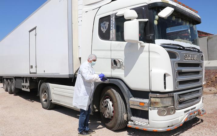 Van'da TIR'ın dorsesinden 300 kaçak göçmen çıktı
