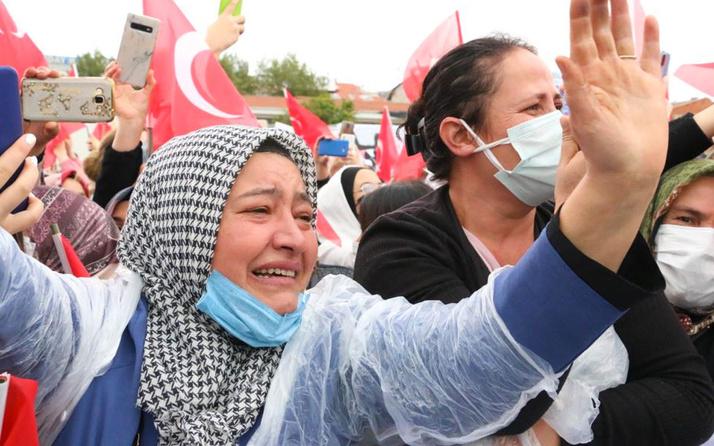 Cumhurbaşkanı Erdoğan'ı görünce gözyaşlarını tutamadı!
