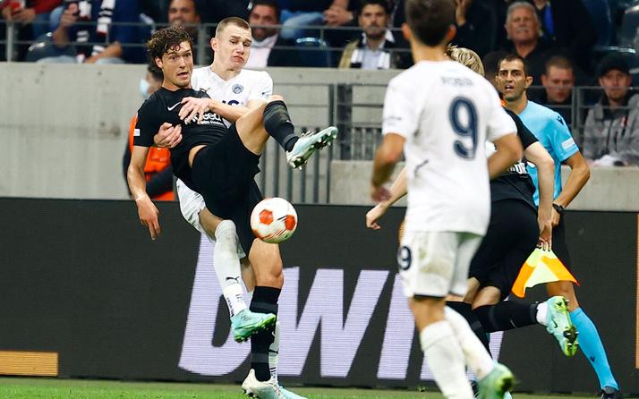 Eintracht Frankfurt-Fenerbahçe karşılaşması Alman basınında! Son dakikada nakavttan kurtuldu