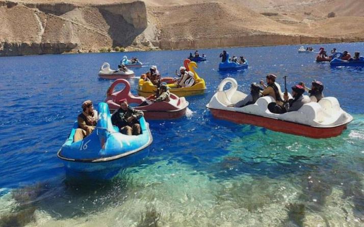 Taliban üyelerinden deniz bisikletli operasyon