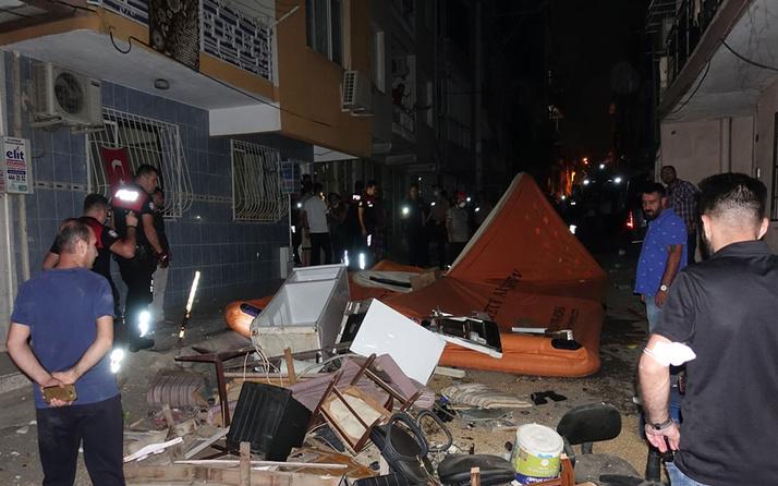 İzmir'de ev sahibi ile tartışan kiracı eşyaları daireden sokağa attı