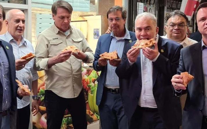 BM için ABD'ye gelmişti! Brezilya Başkanı Bolsanaro aşısız olduğu için sokakta pizza yemek zorunda kaldı