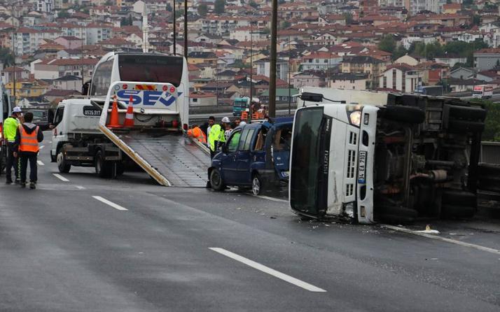 Kocaeli TEM'de 9 araç birbirine girdi İstanbul istikameti trafiğe kapandı: 4 yaralı