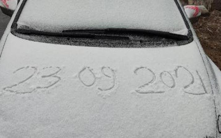 Hava sıcaklığı -7 oldu! Uludağ'a mevsimin ilk kar yağışı düştü