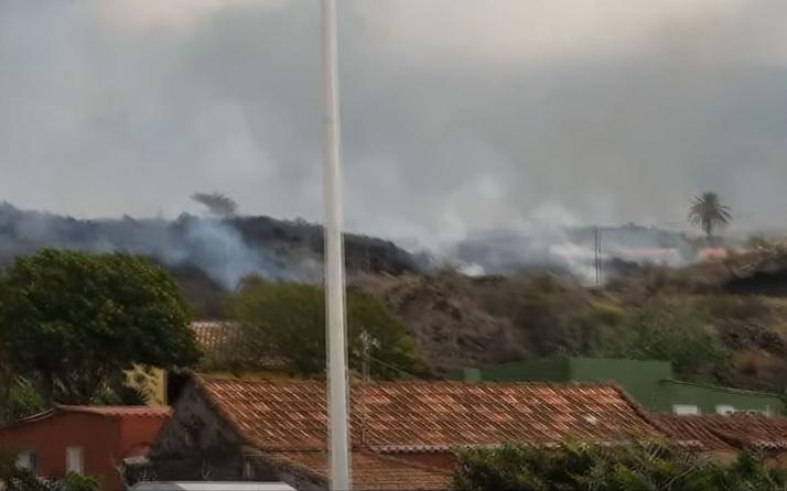 La Palma adasında yanardağdan çıkan lavlar 5 günde 400 evi kül etti